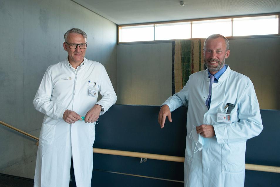 Prof. Christian Reeps (l.) und Prof. Utz Kappert waren zwei der Ärzte, die im Herzzentrum und am Uniklinikum die Leben von Juliane und ihrem Töchterchen retteten.