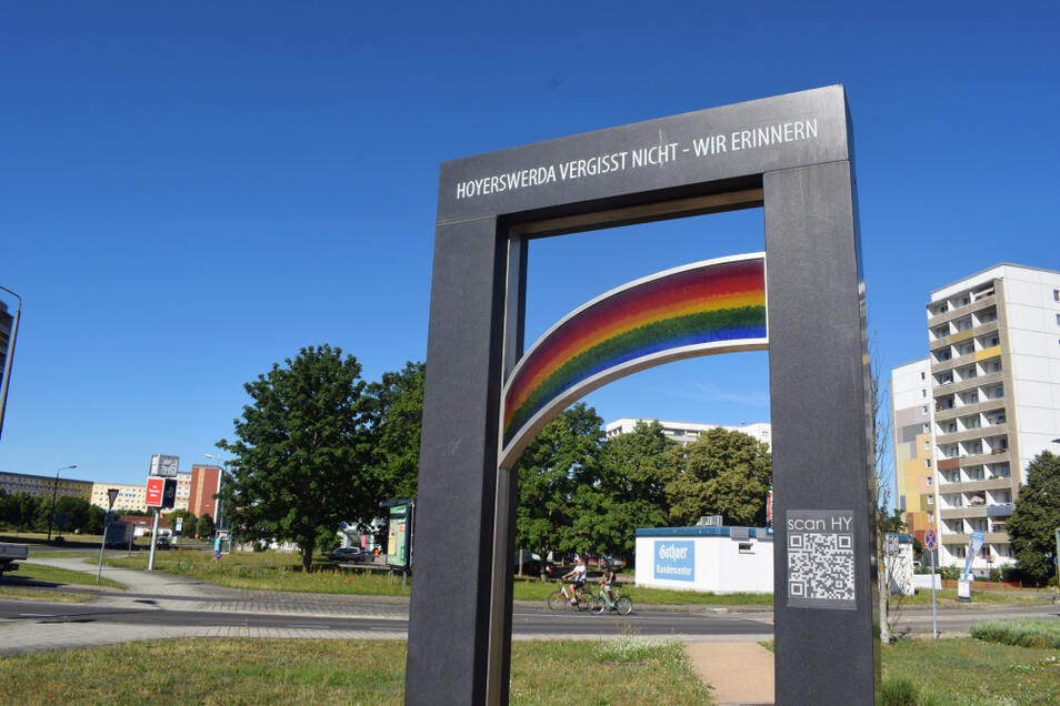 Die Worte auf dem Denkmal, das in der Nähe des Zentral-Parks steht, geben die Motivation der Initiatoren wieder.