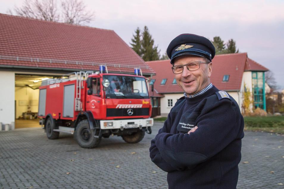 Andreas Flade hat gut Lachen. Seine Kodersdorfer Wehr ist eine von fünf im Kreis, deren Gemeinden jetzt die bislang wertintensivste Sammelbestellung von Feuerwehrtechnik ausgelöst haben.