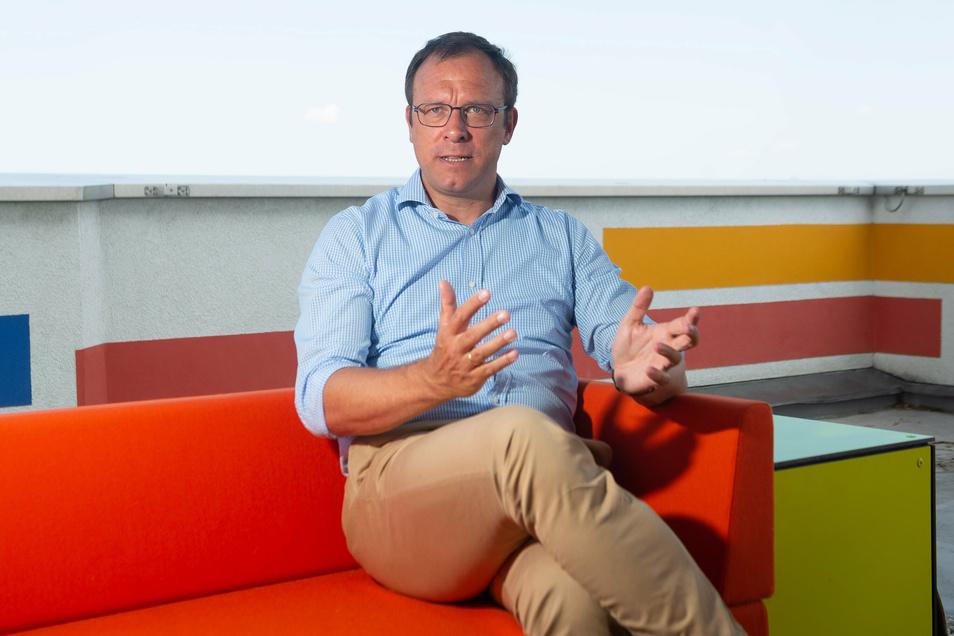 Dresdens FDP-Chef Holger Hase erläutert im SZ-Interview, wofür seine Partei steht und greift OB Hilbert an.