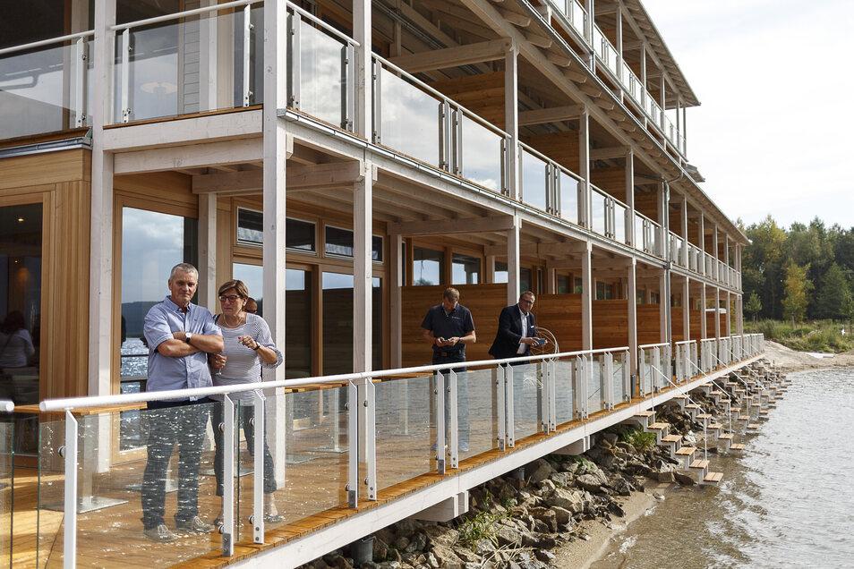 Die Hotelseite zum Berzdorfer See