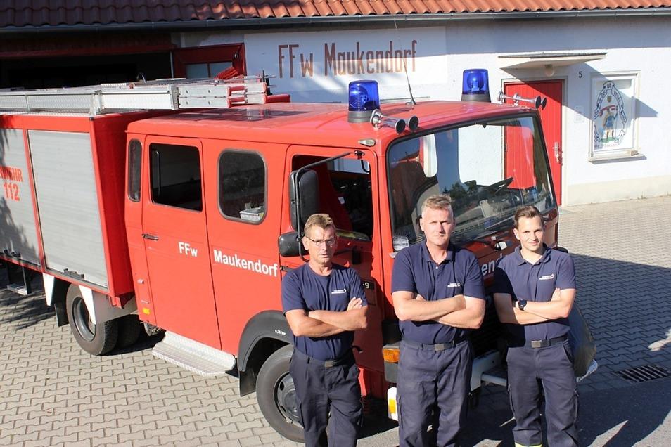 Zu den Vorbereitern des Festes zählen neben Wehrleiter Frank Witschas (Mitte) auch Stellvertreter Ralf Fischer (l.) und Josef Massny (r.).