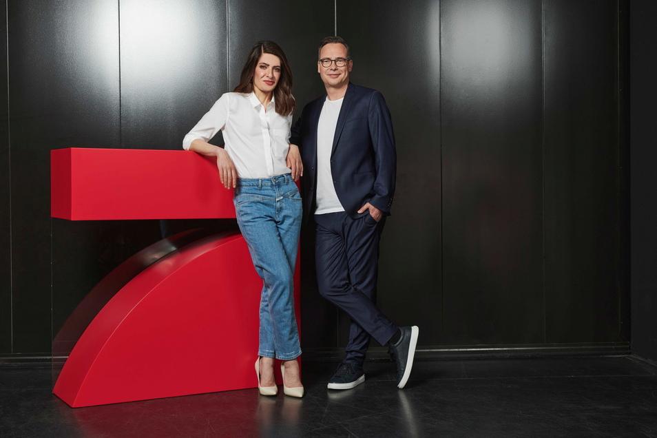 """Linda Zervakis und Matthias Opdenhövel werden das neue ProSieben-Journal """"Zervakis & Opdenhövel. Live"""" präsentieren."""