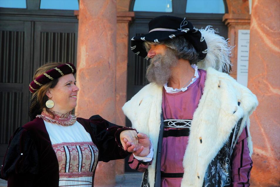 Das Fürstenpaar Katharina von Mecklenburg (Carmen Petrus) und Heinrich der Fromme (Hans Mühler) geben einen kleinen Ausblick auf die vierte Auflage des Fürstentages zu Rochlitz und Seelitz im Juni 2022. Dann wird dort auch der Fürstenzug wieder lebend