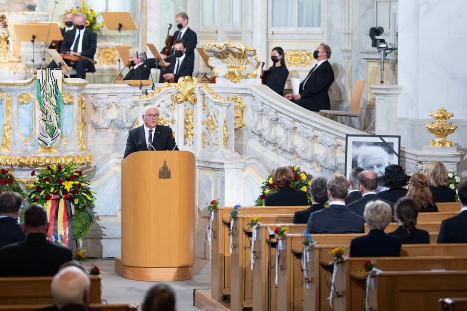 Steinmeier würdigte Biedenkopf als intelligenten Vordenker und souveränen Regierungschef im Freistaat.