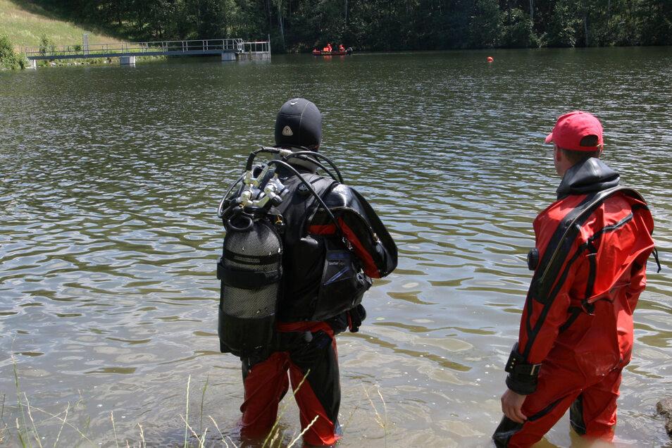 Polizei-Taucher fanden am Montag in dem Gewässer eine Leiche.