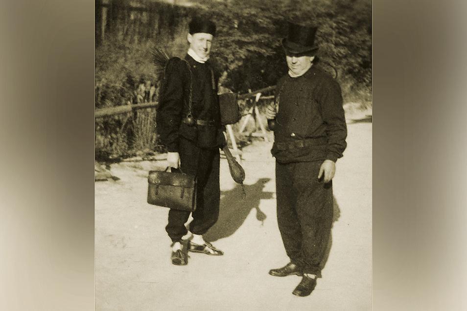Lehrling Jürgen Wagner (l.) mit seinem alten Meister Helmut Lieberwirth, Mitte der 1960er-Jahre.