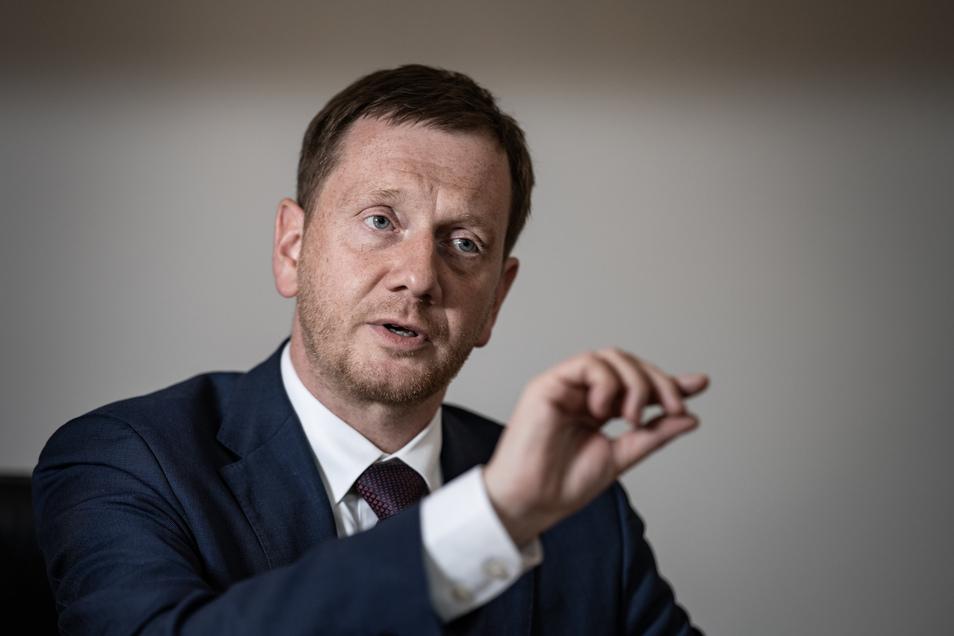 Sachsens Ministerpräsident Michael Kretschmer gibt dem Internet eine Mitschuld an der zunehmenden Radikalisierung in der Gesellschaft.