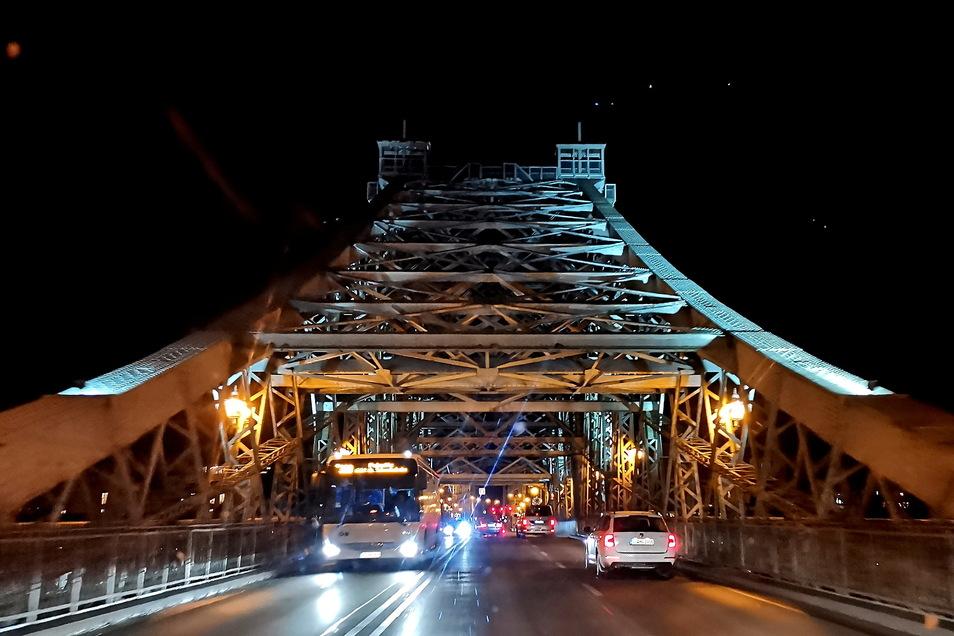 Die Loschwitzer Brücke ist eines der Dresdner Wahrzeichen. Wird nicht schnell gehandelt, droht eine Schließung der wichtigen Verkehrsachse.
