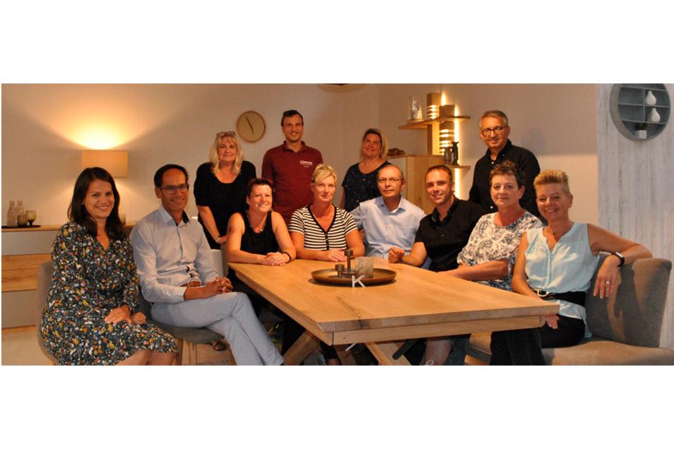 Varenia und Martin Käppler (links) und das gesamte Team vom Einrichtungshaus Käppler freuen sich auf Ihren Besuch.