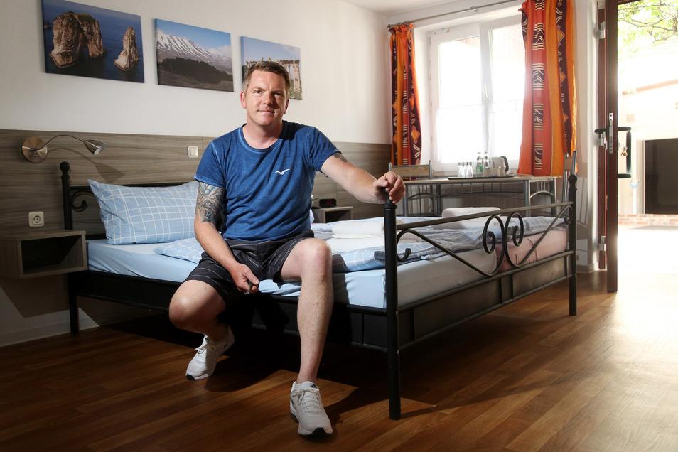 """Insgesamt 15 Betten zählt die """"Pension Zentrum Riesa"""", die Ronny Skuppin Anfang des Monats eröffnet hat. Das Traditionshaus war zuvor mehr als 20 Jahre lang von Uwe Friedland geführt worden, der 2018 plötzlich starb."""