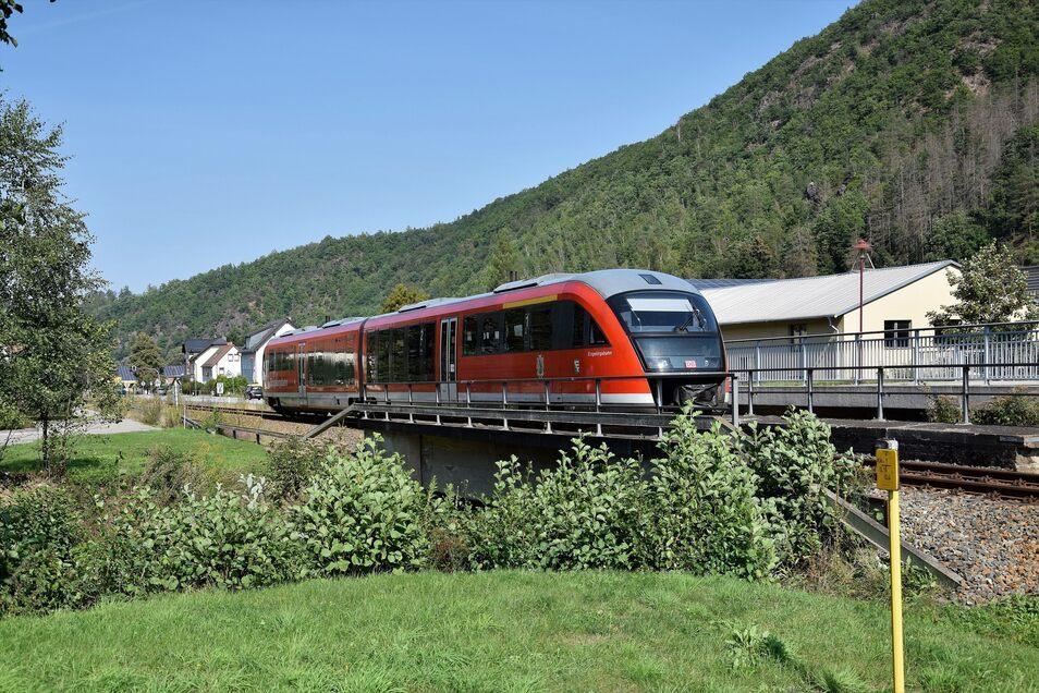 Die Fahrgäste können sich schon mal an das DB-Rot gewöhnen.