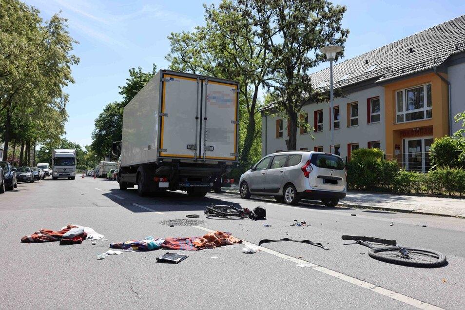 Das Fahrrad ist bei dem Unfall in Striesen komplett zerstört worden.