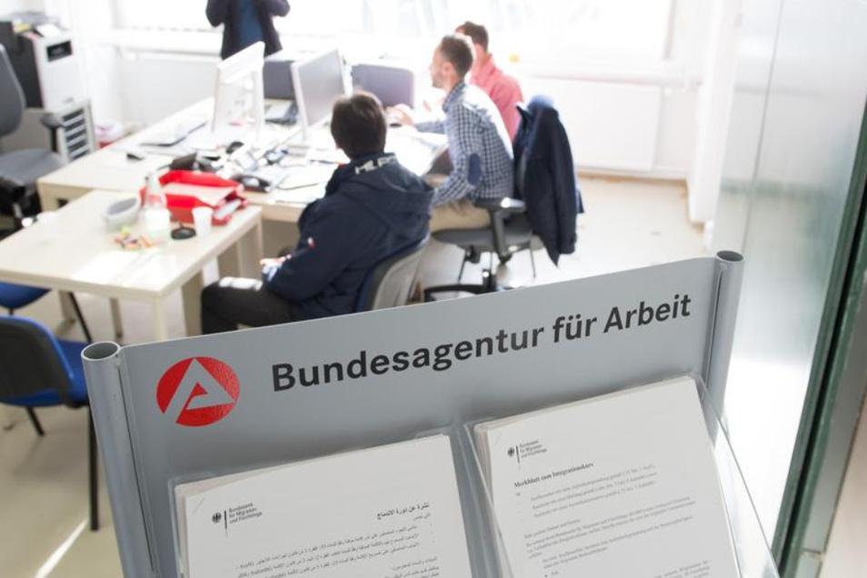 Die Bundesagentur für Arbeit vermittelt auch ausländische Arbeitskräfte. (Symbolbild)