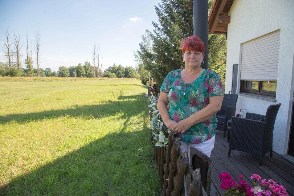 Bei Christine Pohl machte das Wasser nicht am Gartenzaun Halt. Es floss in jede Ritze des schwellenlosen Hauses, stand etwa 30 bis 40 Zentimeter hoch.