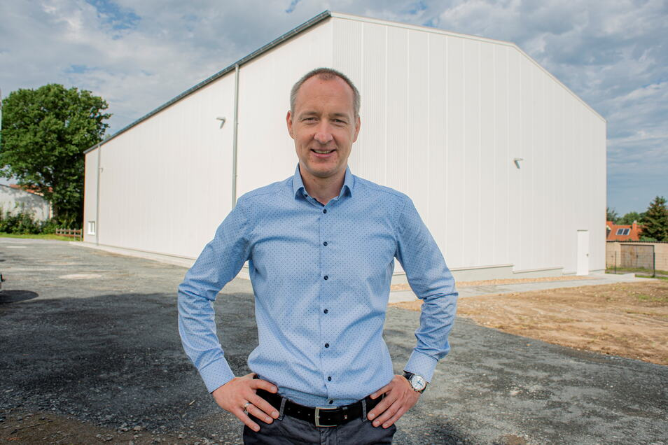 """""""Die Lagerhalle kommt wie gerufen"""", sagt der Geschäftsführer der SHZ Hebe- und Zurrtechnik Großröhrsdorf, Matthias Böhme."""