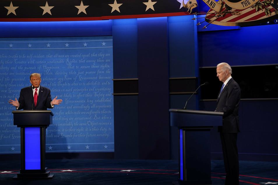 Donald Trump (l) und Joe Biden beim letzten TV-Duell vor der Wahl