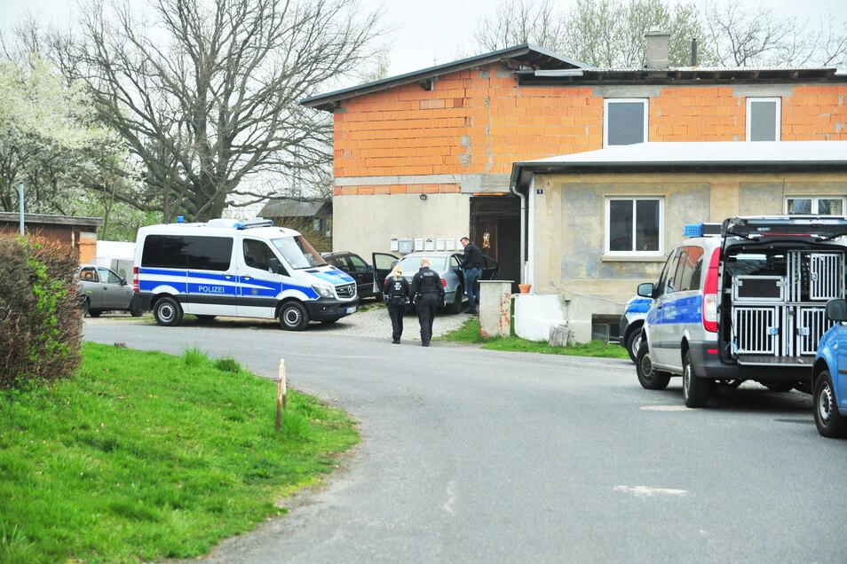 Im April 2019 und im Dezember 2014 gab es Polizeieinsätze in Böhla-Bahnhof im ehemaligen Landwarenhaus.