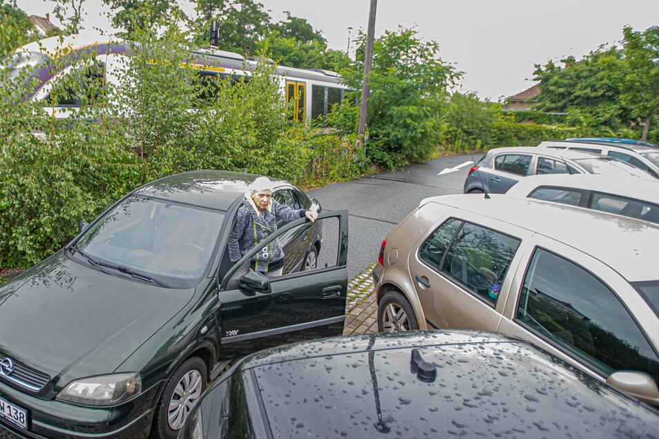 Die Parkplatzsuche am Bahnhof in Kamenz ist schwierig. Die Stadt will das ändern. Ein neuer Parkplatz steht deshalb ganz oben auf der Liste der Vorhaben für die nächsten Jahre.