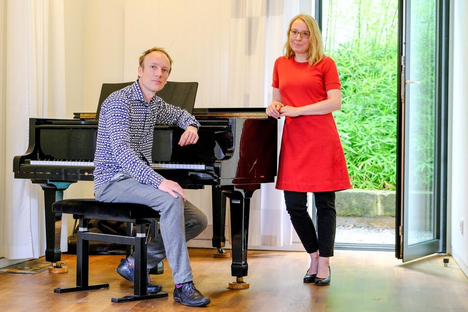 Albrecht Scharnweber, Geschäftsführer des Klangnetzes Dresden, und Opernsängerin und Professorin Elisabeth Holmer gehören zu den Initiatoren der Konferenz der Kinder. Sie fordern die Rückkehr von Lika und ihrer Familie.