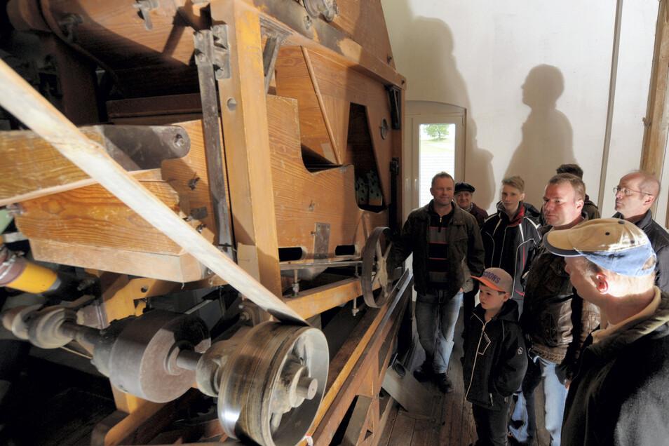 Die Neumühle in Skassa produziert noch heute – Dinkel-, Weizen- und Roggenmehl; außerdem Energie. Hier gibt es Führungen, Essen und Trinken und eine Händlermeile.