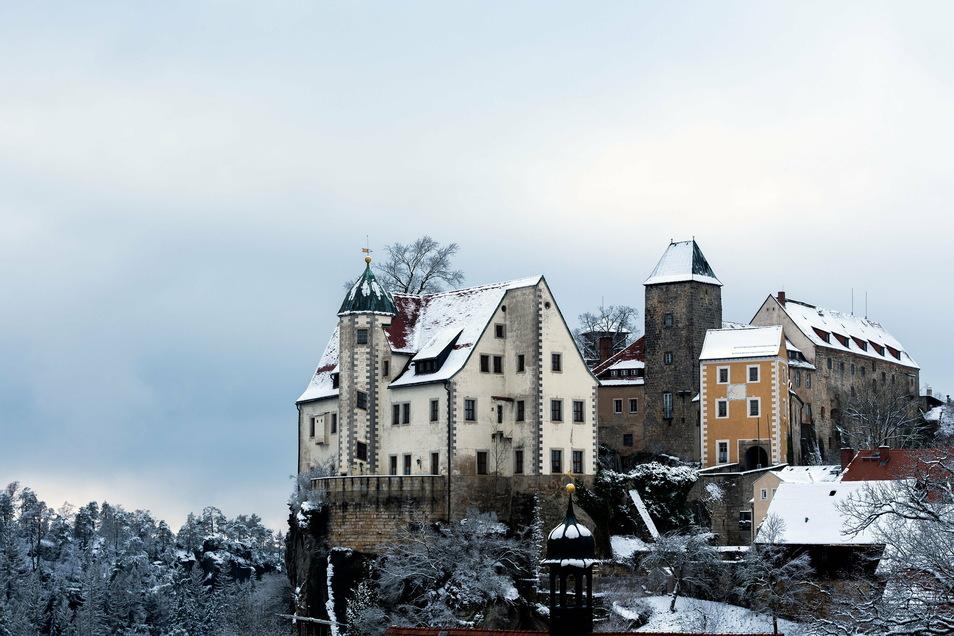 Die Burg Hohnstein ist zwar geschlossen. Eine Wanderung an ihr vorbei ist immerhin möglich, wenn es die Regeln zulassen.