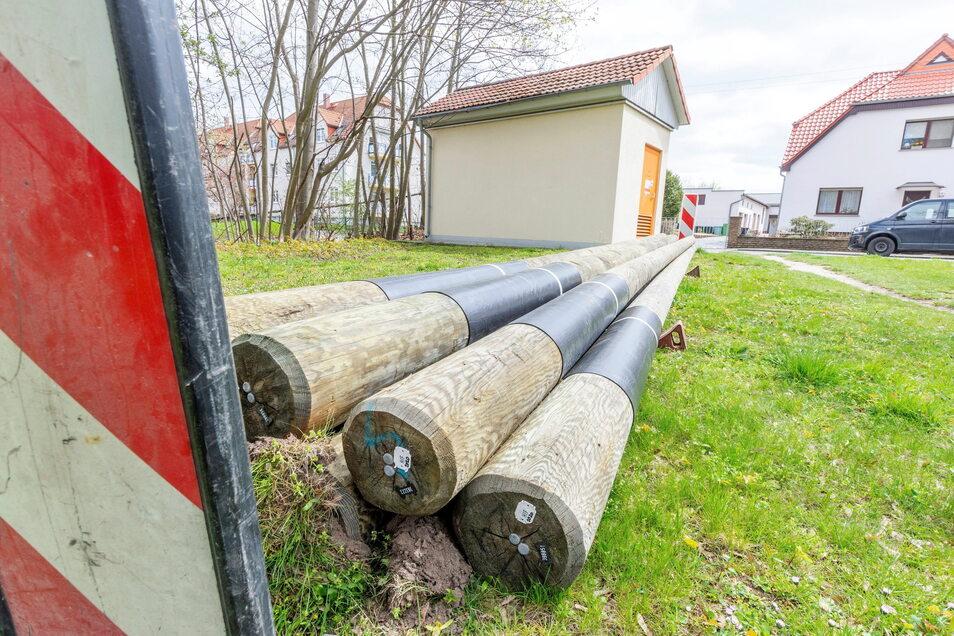 Regionales Produkt: Die hölzernen Laternenmasten kommen aus dem Imprägnierwerk Wülknitz.