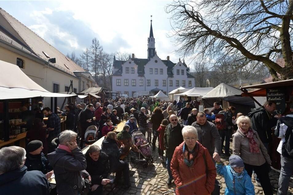 Rund 8 000 Besucher sind am Wochenende auf das Gelände rings um Schloss Burgk in Freital gekommen, um die mittelalterlichen Angebote zu erleben.