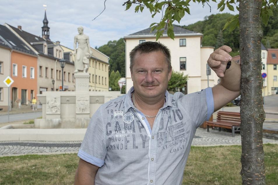 Der selbstständige Handelsvertreter Maik Lehmann (43, WV Zeitlos) hat bei den Wahlen im Mai den Sprung in den Glashütter Stadtrat geschafft. Mit 582 Stimmen holte er das zweitbeste Ergebnis überhaupt.