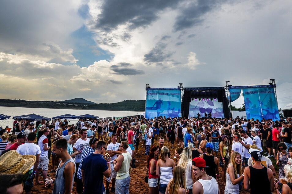 Open-Air-Veranstaltungen sorgen - wenn sie bis in die Frühe andauern - neben Begeisterung auch für Ärger am Berzdorfer See.