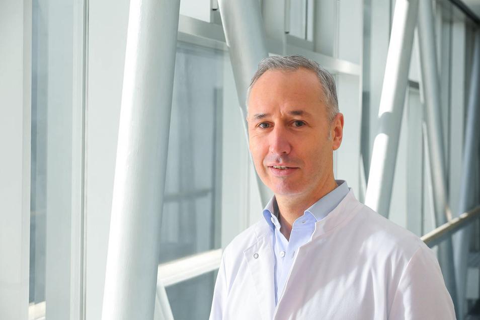 Dr. med. Mark Schnöring ist Facharzt für Neurochirurgie und Leiter der Abteilung für Wirbelsäulenchirurgie und Neurotraumatologie am Elblandklinikum Radebeul.