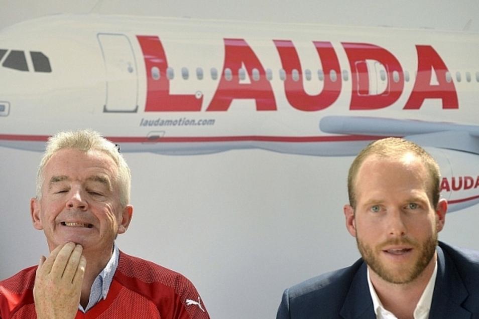 Körpersprachexperten deuten Kinnstreicher als Stress, Unsicherheit oder Nachdenklichkeit. Bei Ryanair-Chef Michael O'Leary ist es wohl von allem etwas. Noch größer aber ist der Druck für Andreas Gruber, Geschäftsführer von Laudamotion (v. l.).