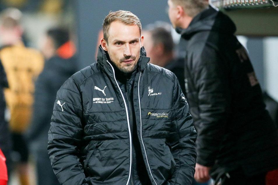 Sichtlich bedient. Zwickaus Sportchef Toni Wachsmuth kritisiert die kurzfristige Absage des Spiels in Saarbrücken.