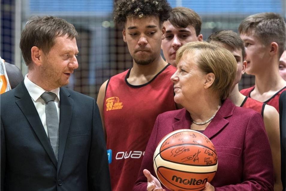 Michael Kretschmer (CDU, l) ist auch dabei.