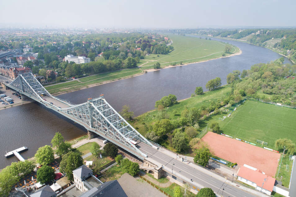 Das Blaue Wunder wird zwar saniert. Dennoch ist die Brücke in die Jahre gekommen und darf nicht überlastet werden. Die CDU hält langfristig eine Alternative für nötig.