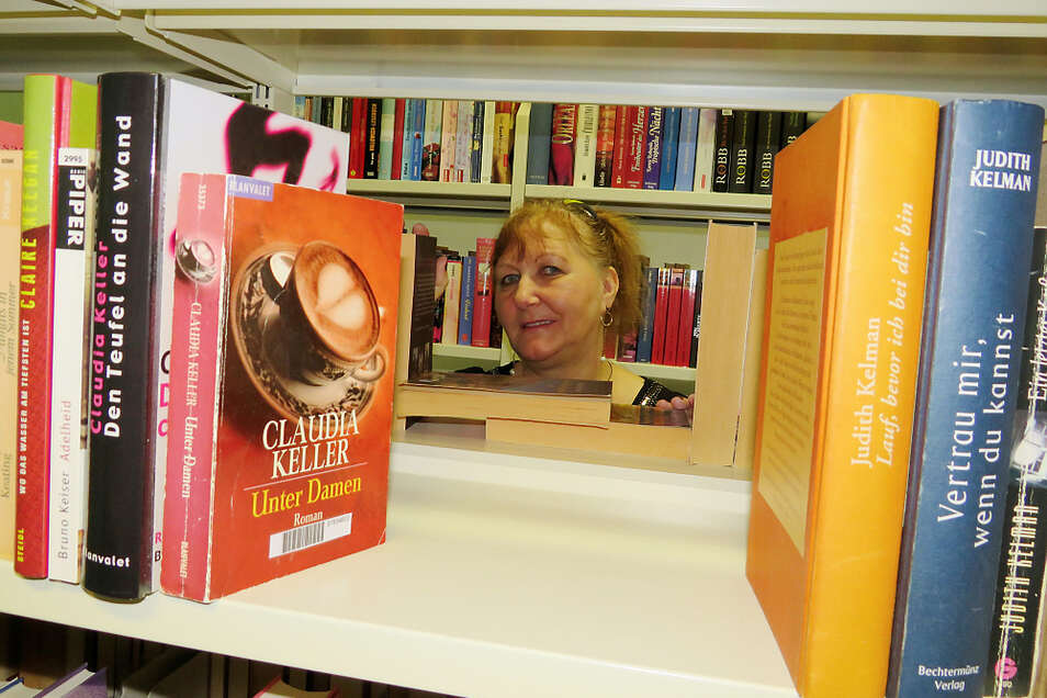 Ilona Wölfle-Zeuschner liebt Bücher und führt die Bibliothek mit Leidenschaft.