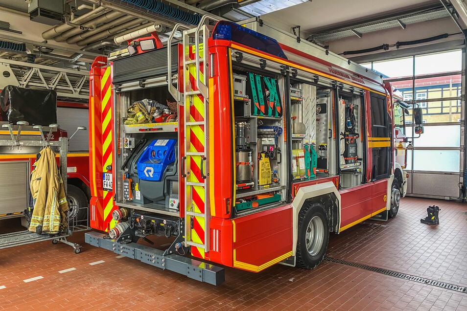 Die Dresdner Feuerwehr entdeckte bei einem Einsatz einen verletzten Mann, der im Heckfach eines Einsatzwagens saß.