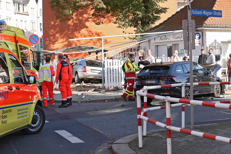Der Mercedes war mit einem Skoda auf der Kreuzung kollidiert.