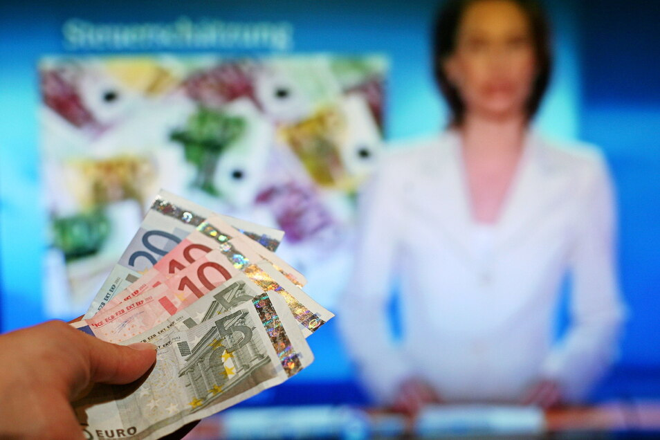 Für Tagesschau und Co. muss ab sofort 86 Cent pro Monat mehr bezahlt werden.