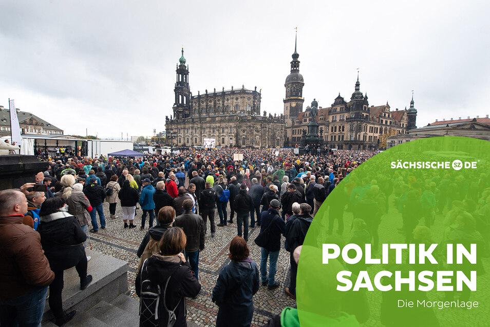 """Am vergangenen Wochenende demonstrierte die Initiative """"Querdenken"""" in Dresden."""