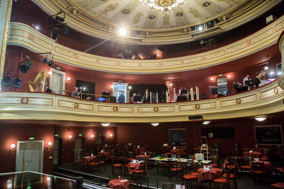 Als das Bild entstand, fand eine Probe des Orchesters coronabedingt im Theatersaal in Görlitz statt.
