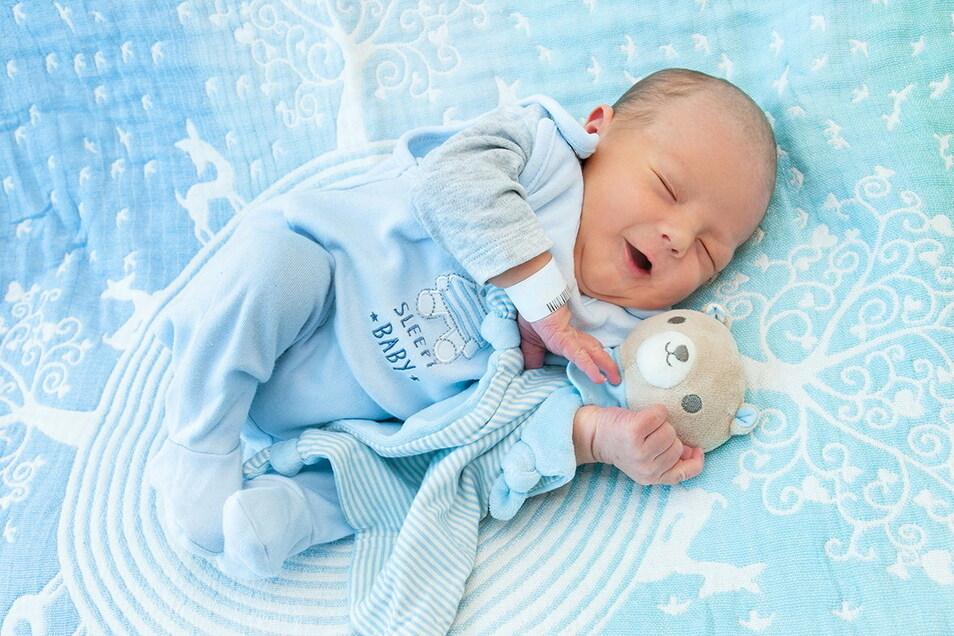 Arik, geboren am 20. Juli, Geburtsort: Universitätsklinikum Dresden, Gewicht: 3.200 Gramm, Größe: 46 Zentimeter, Eltern: Maria und Victor Schwarze, Wohnort: Radeberg
