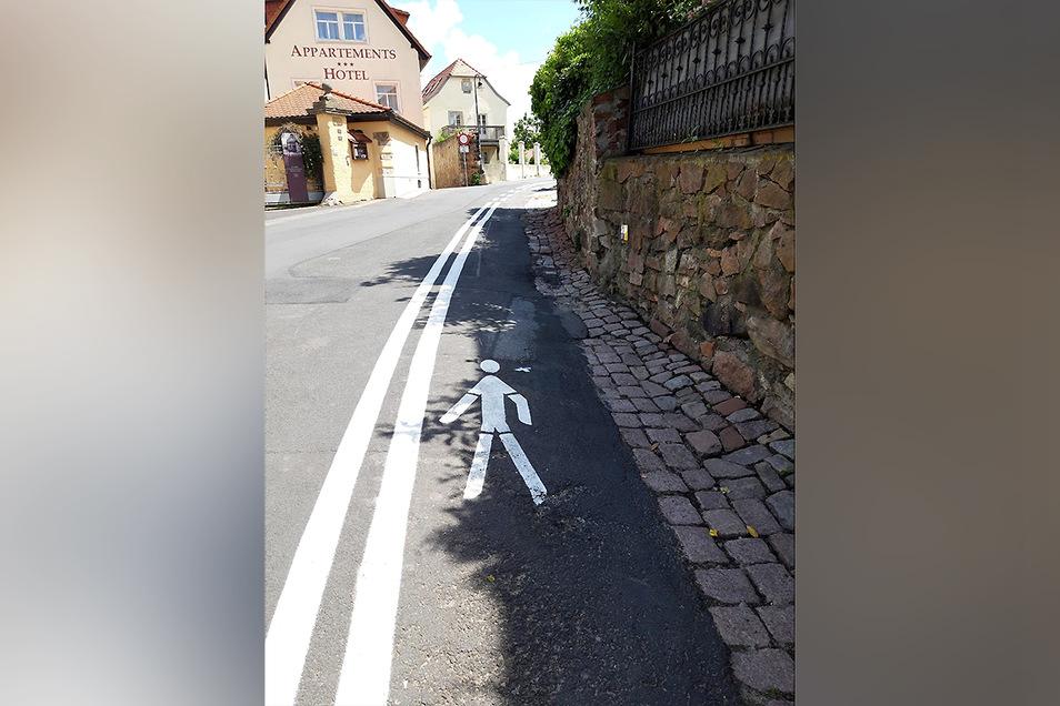 An der Vorbrücker Straße ist ein Gehweg markiert worden.