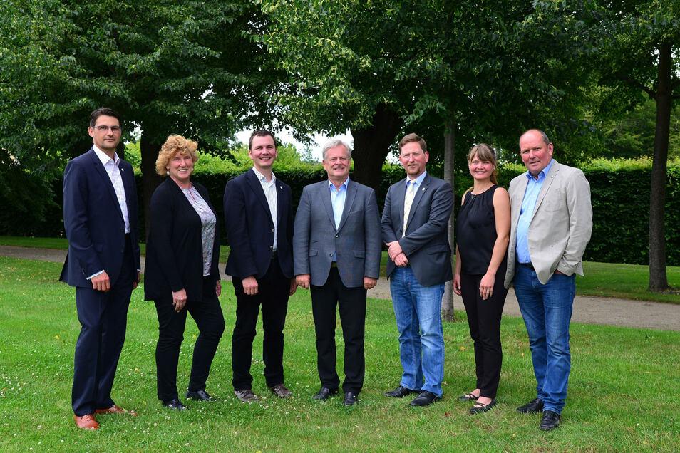 Der neue Vorstand: Frank Neupold (Mitte) ist neuer Vorstandsvorsitzender des Weinbauverbandes Sachsen.