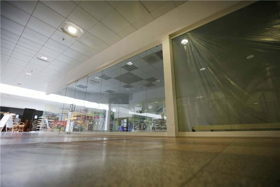 Eines der wenigen leer stehenden Geschäfte im EKZ. Das will der neue Eigentümer schnell ändern.