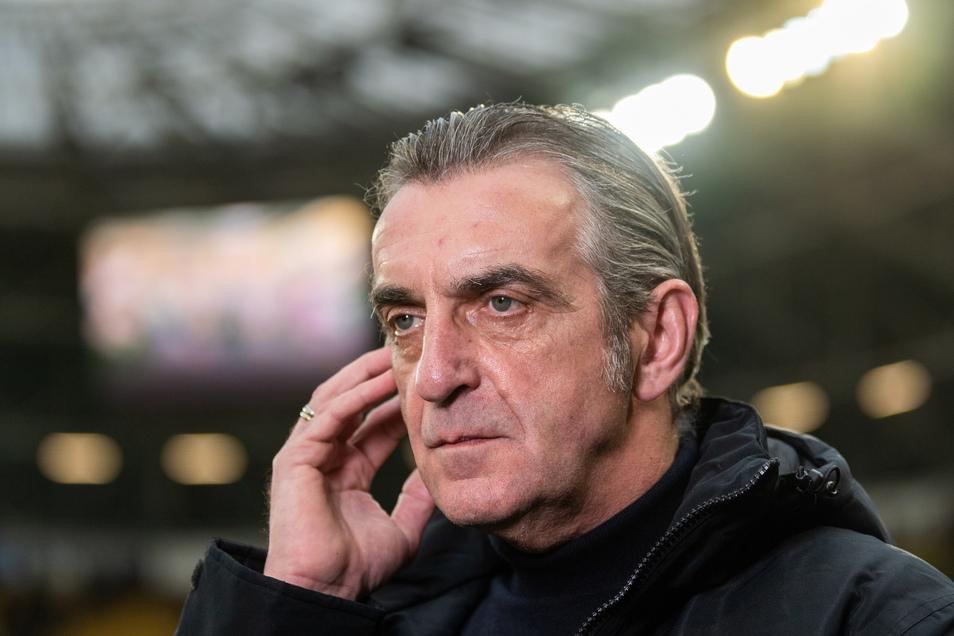 Bekam Ralf Minge einen Anruf aus Halle? Dynamos Ligakonkurrent hat in jedem Fall Kontakt mit ihm aufgenommen.