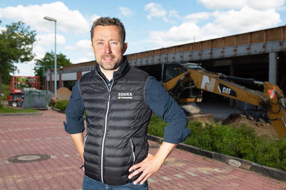John Scheller (42) hat bereits genaue Vorstellungen, wie es in seinem neuen Markt im EKZ in Radeberg aussehen wird. Mit 1.800 Quadratmetern Verkaufsfläche ist Edeka der größte Mieter im Center.