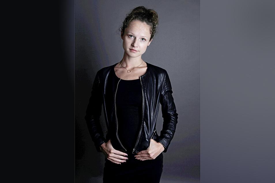 Sarah Trepte aus Schirgiswalde tritt in Wien als Sängerin mit eigenen Liedern auf und hat jetzt ihre erste Single veröffentlicht.