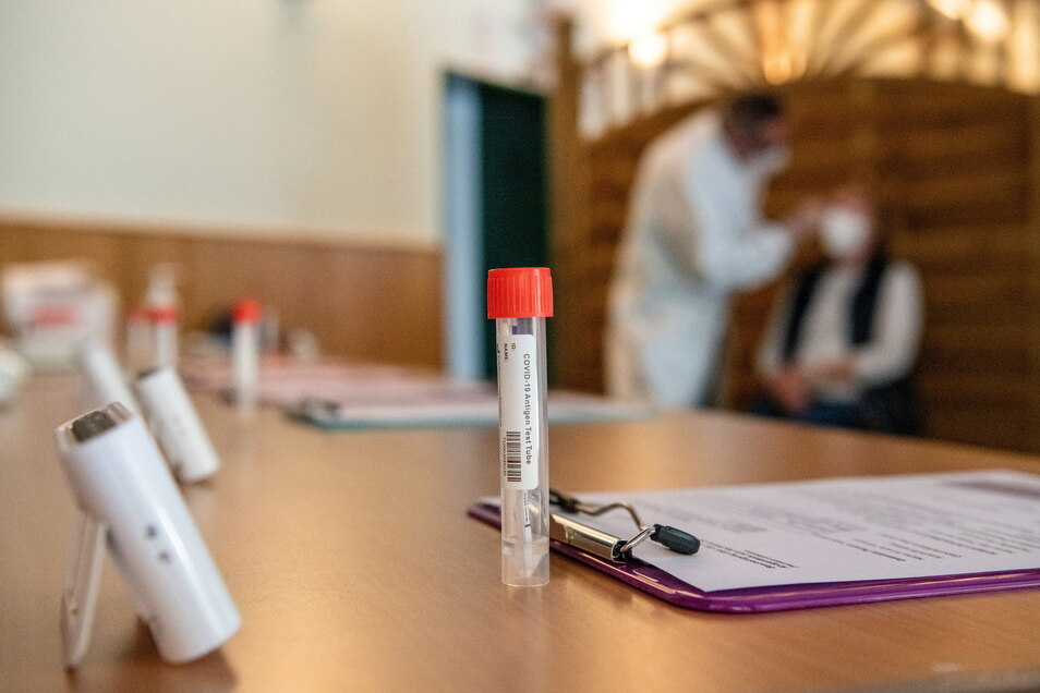 Schnelltests in Apotheken oder anderen Testzentren sind nicht immer genau. Die Fehlerquote im Landkreis Meißen beträgt nach einer Überprüfung durch das Gesundheitsamt 36 Prozent.