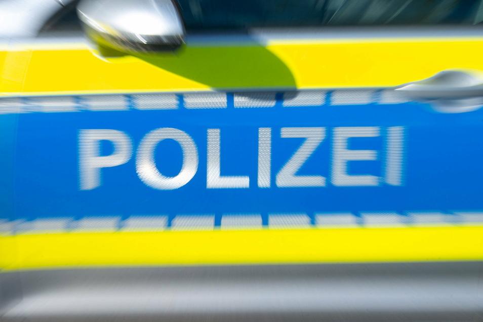 Bei einem Einbruch am Gesundbrunnenring in Bautzen ließen Unbekannte Leergutkisten zurück.